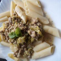 Penne z sosem mięsno- brokułowym
