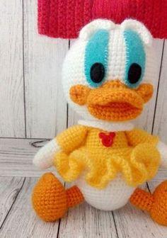 Webby Duck - free crochet pattern