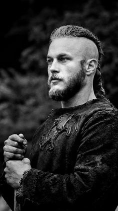 Power is dangerous. It corrupts the best and attracts the worst. Power is only given to those who are prepared to lower themselves to pick it up. Vikings Game, Vikings Season, Vikings Tv Show, Top Des Series, Viking Wallpaper, Ragnar Lothbrok Vikings, Viking Warrior, Travis Fimmel, Peaky Blinders