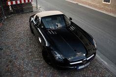 Mercedes-Benz SLS AMG Roadster...