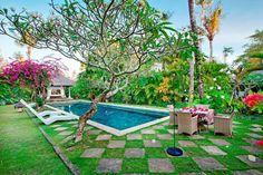 Villa Hibiscus | 3 bedrooms | Sanur #oldstyle #garden