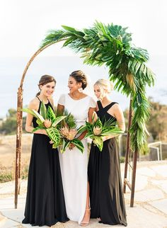 wedding inspo If were being honest, this elegant tropical wedding inspiration has left us speechless! Its California cool meets tropical paradise - its pretty perfect. Beach Wedding Decorations, Wedding Themes, Wedding Colors, Wedding Styles, Wedding Ideas, Wedding Stuff, Wedding Bridesmaids, Wedding Bouquets, Wedding Flowers