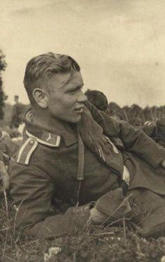 Handsome Soldier Vintage Photos of Men Luftwaffe, Photos Du, Old Photos, Vintage Photographs, Vintage Photos, Vintage Portrait, Antique Photos, German Soldiers Ww2, Photos Originales