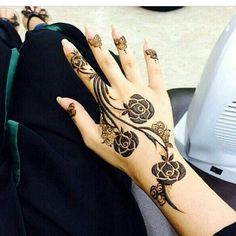 Arabic Mehndi designs are known for their striking color and bold pattern. The best thing about Arabic Mehndi design is that they are very Henna Hand Designs, Mehndi Designs Finger, Rose Mehndi Designs, Modern Mehndi Designs, Latest Mehndi Designs, Mehndi Designs For Hands, Henna Tattoo Designs, Tattoo Ideas, Dulhan Mehndi Designs