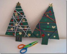 Basteln mit Papier mit Kindern zu Weihnachten Weihnachtsbaum umwickelt mit Faden
