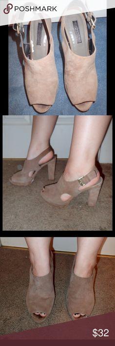 Banana republic heels Beige 4in heel shoes light wear and tear but still in good condition Shoes Heels