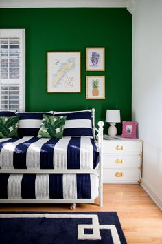 Little Home in the City: Living Room Inspiration - Kelly in the City Room, Green Rooms, Home Decor, Room Inspiration, Blue Bedroom, Green Bedroom Walls, Trendy Bedroom, Kelly Green Bedrooms, Green Accent Walls