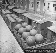 Des mines sous-marines allemandes à la gare maritime de Cherbourg, 3 juillet 1944.
