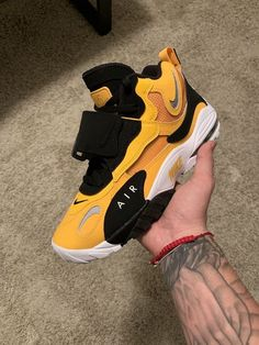 New (never used), Nike Air Max Speed Turf Steelers Yellow / White / Black Size Clean Never worn No box. No trades. Make an offer! Sneakers Fashion, Fashion Shoes, Sneakers Nike, Nike Trainers, Fashion Outfits, Nike Shoes Air Force, Nike Air Max, Zapatillas Nike Basketball, Jordan Shoes Girls