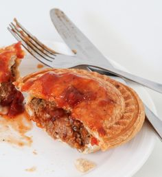 Classic Aussie Thermomix Beef Pies made from beef mince and cooked in a pie maker (or oven). A simple freezer-friendly snack perfect for lunch or dinner! Mini Pie Recipes, Meat Recipes, Cooking Recipes, Beef Pies, Mince Pies, Breville Pie Maker, Frozen Puff Pastry, Butter Chicken, Food To Make
