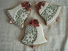 Dekorácie - vianočný zvonček na zavesenie - 5923784_ Christmas Goodies, Christmas Treats, Christmas Greetings, Christmas Biscuits, Christmas Sugar Cookies, Lace Cookies, Royal Icing Cookies, Gingerbread Ornaments, Gingerbread Cookies