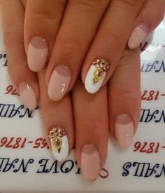 nude leuko nail art Short and thin fingers