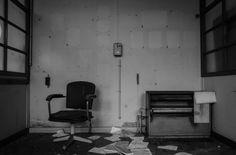 Verlaten universiteit. In dit artikel laat ik mijn foto's zien van een verlaten universiteit ergens in België.