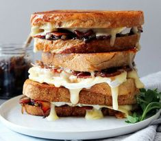 Brie, Bacon and Fig Jam Grilled Cheese with caramelized onions! A Grownup Grilled Cheese – and for homemade fig jam. Brie, Bacon and Fig Jam Grilled Cheese Under EPIC SANDWICHES~ and that lin… Grilled Burger Recipes, Sandwich Recipes, Grilled Cheeses, Fig Jam Uses, Brie Sandwich, Steak Sandwiches, Homemade Fig Jam, Ideas Sándwich, Food Ideas
