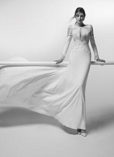 See the Spring 2019 wedding dresses from Alessandra Rinaudo bridal Alabama, Ceremony Dresses, Mode Style, Spring Dresses, Designer Wedding Dresses, Dream Wedding, Wedding Black, Wedding Styles, Vintage Fashion