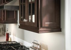 Homecrest Light Rail: Light rail moulding not only accents the bottom of wall cabinets, but also conceals any task lighting that is mounted on the wall cabinet bottom. #HomecrestKitchens