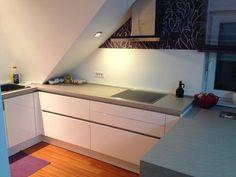 #dankuchen betonlook werkblad witte greeploze keuken