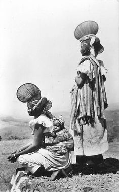 Africa | Women from Fouta Djallon. French Guinea || Scanned vintage postcard. Their hairstyles are amazing