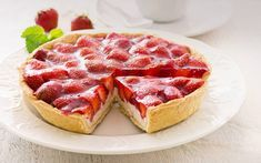 Glazed Strawberry Cream Tart - We love this fresh strawberry tart and know you will too, once you try it! Anyone can make this recipe, so push your sleeves up and try it! Strawberry Cream Cheese Pie, Strawberry Tart, Strawberry Desserts, Strawberries And Cream, Sweet Desserts, Just Desserts, Sweet Recipes, Delicious Desserts, Spring Desserts