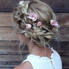 How gorgeous is this hair style? We are absolutely loving it! Elegant aura, elegantaura.com/sub