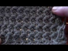 Tutorial punto econocciolina (m. bassissima e mezza m. Crochet Star Stitch, Crochet Stars, Crochet Mens Scarf, Crochet Poncho, Crochet Stitches Patterns, Stitch Patterns, Crochet For Kids, Free Crochet, Tapestry Crochet