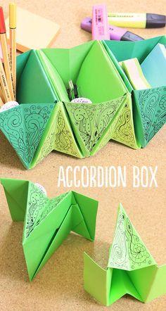 Hagamos un organizador de origami o Accordion box para nuestro escritorio, para que mantenga las cositas en su lugar y además decore. Está súper fácil te enseño cómo. Origami Simple, Origami Star Box, Origami And Kirigami, Paper Crafts Origami, Origami Stars, Diy Paper, Paper Crafting, Origami Ideas, Origami Ball
