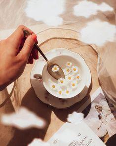 """Gréti 🌸 életmód-divat-smink az Instagramon: """"☕️Mindig megnyugtat ha a kezemben tarthatok egy csésze forró teát. 🧘🏻♀️💕 Kedvenc teáim: 🌿Zöldtea 🍓Gyümölcsteák 🌼Gyógynövényteák Teázási…"""" Minion, Minions"""