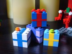 LEGO Geschenke - - LEGO Geschenke – Les images impressionnantes de Tout pour bebe que l'on propose - Lego Presents, Lego Gifts, Presents For Kids, Lego Christmas Ornaments, Lego Christmas Village, Kids Christmas, Legos, Lego Winter, Lego Challenge