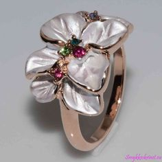 Smuk forgyldt/forsølvet blomster ring med farvede Krystaller