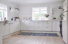 MARY WHITE BO: Kitchen