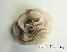 Tutorial on how to make these cute flowers (and make them into a scarf)