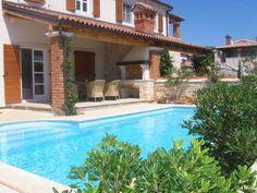 #Croacia está de moda! ¿Quién quiere recorrer la península de #istria alojándose en esta fabulosa casa? Está a dos pasos de Porec, una de las localidades de playa más famosas de la costa croata, cerca de Eslovenia e Italia.
