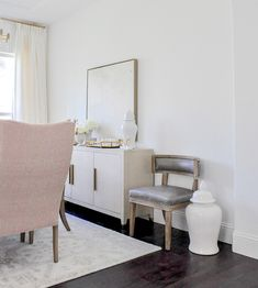 Ideas for Decorating an Elegant Dining Room Interior Styling, Interior Decorating, Interior Design, Elegant Dining Room, Dining Room Furniture, Dining Rooms, Home Decor Styles, Home Decor Inspiration, House Design