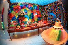 Aniversário Infantil_Tema: Bailinho de Carnaval Birthday Cake, Party Ideas, Costumes, Color, Kid Birthdays, Kids Part, Mardi Gras Party, Fantasy Party, Events