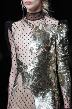Alexander McQueen Fall 2016 Ready-to-Wear Fashion Show Details