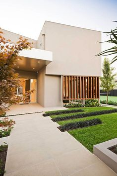 Warm minimalist landscape design in Caulfield – Sustainable Architecture with Warmth & Texture - Warm minimalism landscape design in Caulfield Minimalist Landscape, Minimalist Garden, Modern Landscape Design, Minimalist Architecture, Modern Landscaping, Contemporary Landscape, Landscape Edging, Contemporary Houses, Landscaping Ideas