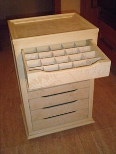 cajonera antigua madera - Buscar con Google Diy Cardboard Furniture, Cardboard Crafts, Cardboard Boxes, Shop Cabinets, Built In Cabinets, Sewing Room Decor, Sewing Rooms, Diy Wood Projects, Wood Crafts