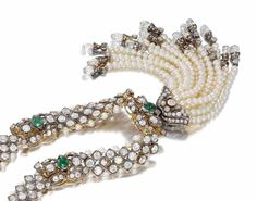 The attention to detail displayed on this Indian necklace is nothing short of amazing, with every single surface bejewelled. estimated to achieve £120,000-180,000 when auctioned at @Bonhams1793 4th Dec 2014. See more at www.thejewelleryeditor.com #historicjeweles #emeralds