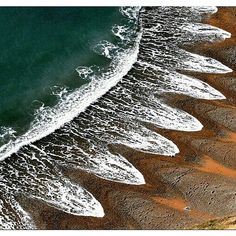 Waves Creates a Pattern On a Beach In Dorset England.  #beaches #India #england #water #wonderlust #instatravel #Instagood #natural #creationism #photooftheday #indiagram  via @discovery.hd
