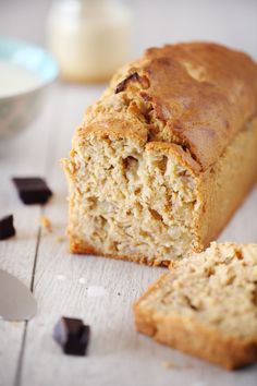 Qui dit automne, dit banana bread. C'est toujours à la même période que ce gâteau réapparaît dans ma cuisine. C'est vraiment le meilleur moyen d'écouler le