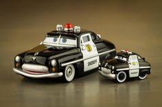 https://youtu.be/jguBHJ_6zHU #superherosetcompagnie  #youtube #disneypixarcars #toyunboxing #toysphotography #cars #diecast #radiatorsprings #microdrifters #jouet #sheriff