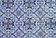 El azulejo portugués, candidato a Patrimonio de la Humanidad - via The Luxonomist 15.07.2015   El Gobierno de Portugal, a través de la Dirección General de Patrimonio Cultural (DGPC), prepara la candidatura del azulejo portugués a Patrimonio de la Humanidad que otorga la Organización de las Naciones Unidas para la Educación, la Ciencia y la Cultura (UNESCO). #portugal #UNESCO Foto: Azulejos de Portugal
