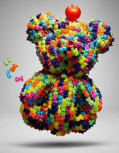 ballon art - Using balloons to make colorful sculptures and beautifully crafted fashion creations, Daisy Balloon's balloon art is impressive, different an. Small Balloons, Giant Balloons, Clear Balloons, Balloon Dress, Found Object Art, Party Stores, Gummy Bears, Japanese Artists, Japanese Fashion