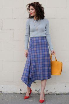 7c4ed2ffe1 Styling a plaid midi skirt. Fall style