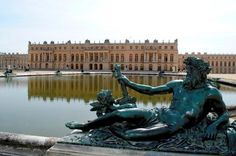 Skip-the-line Versailles Classic Discover the Palace of Versailles and skip the long lines at the entrance with this 75-minute guided tour. Choose the time that better suits your program and make your own way to Versailles. Your guide will take you on an unforgettable tour of the Hall Of Mirrors and State Apartments. Stroll around the famous French gardens at your own leisure after the tour (additional entrance ticket required on fountain show days).  Visit the...