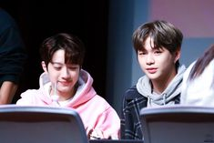 171118 Hottrack Fansign #강다니엘 #라이관린 #워나원 cr.twt:@peachcan9610