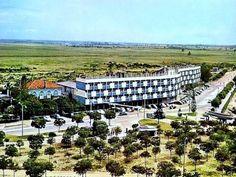 BEIRA | Moçambique Out Of Africa, Grande Hotel, Paris Skyline, Vineyard, Portugal, Dolores Park, Beautiful Places, Villa, City