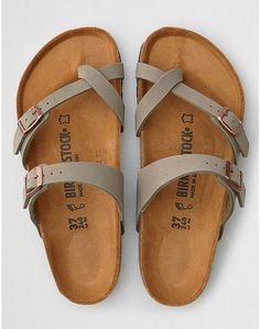 That's the original Birkenstock. Made in Germany sinc… – Leslie Rogel Cork. That's the original Birkenstock. Made in Germany sinc… Cork. That's the original Birkenstock. Made in Germany since Grey Sandals, Grey Shoes, Shoes Sandals, Shoes Sneakers, Vans Shoes, Cute Shoes Flats, Flat Sandals, Casual Shoes, Oxford Shoes