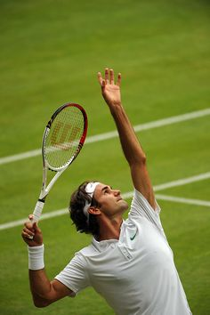 Roger #Federer has now reached 32 Grand Slam semifinals, passing Jimmy Connors for the all-time record.