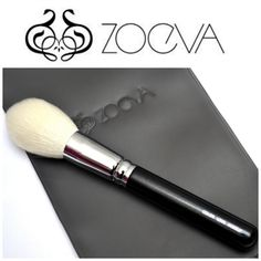 101 Luxe Face Definer brush by ZOEVA